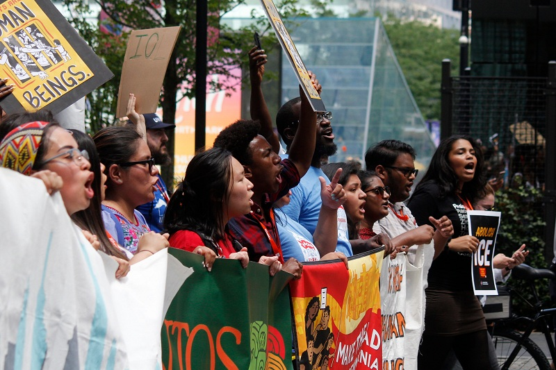 Centenas protestam na Filadélfia, 12 de julho para exigir o fim dos campos de detenção na fronteira México/Estados Unidos. Foto: Jana Shea / Shutterstock.com